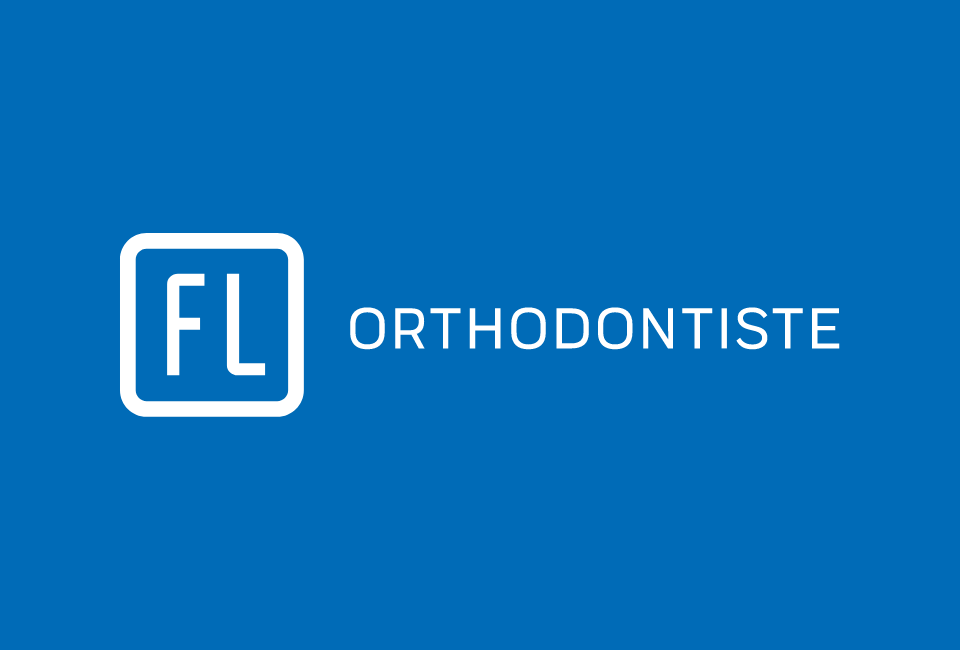 Logo FL Orthodontiste sur fond bleu